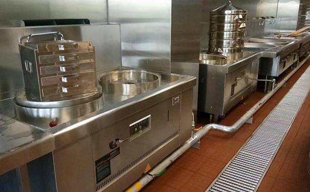 日常使用深圳餐饮厨房设备过程中有哪些错误操作?如何避免?
